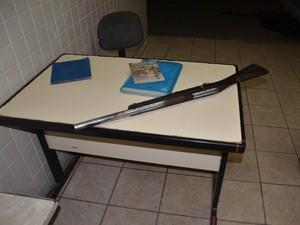 Suspeito usou uma espingarda 12 para matar capivara, diz polícia (Foto: Walter Paparazzo/G1)