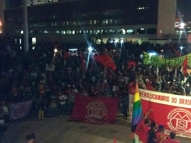 Protesto contra o governo Michel Temer em frente à Biblioteca Nacional na Esplanada dos Ministérios, em Brasília (Foto: Ingrid Borges/G1)