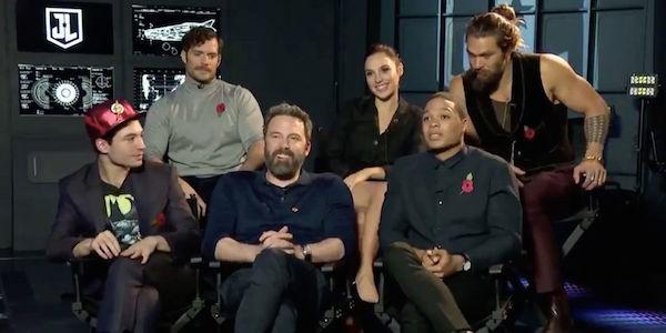 O ator Ben Affleck fazendo sua piada sem graça de tiozão e constrangendo seus colegas de Liga da Justiça (Foto: Reprodução)