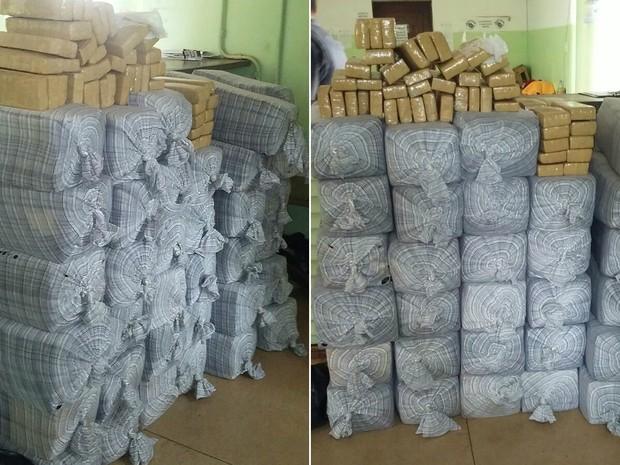 Tijolos de maconha estavam escondidos entre móveis dentro do caminhão (Foto: Polícia Rodoviária/Divulgação)