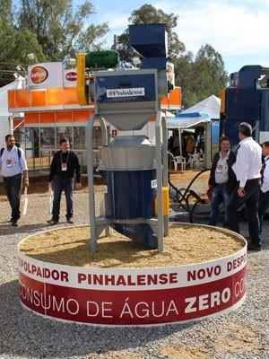 Despolpador de café é um dos lançamentos da Expocafé em Três Pontas (Foto: Luiz Valeriano / Ascom CCCMG)