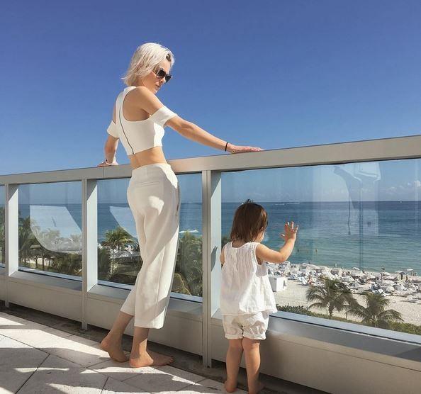 Coco Rocha com a filha, Ioni (Foto: Reprodução)