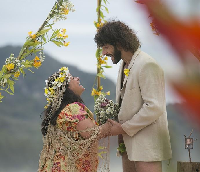 Teodora e Tarzan casados? Assista ao 5º episódio do spin-off de Haja Coração (Foto: Raphael Dias/Gshow)