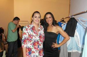 Dariene posando ao lado de Marinalva nos bastidores de um concurso de moda inclusiva (Foto: arquivo pessoal)