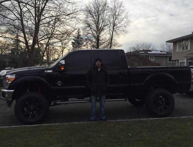 BLOG: Chris Weidman põe caminhonete gigantesca à venda por R$ 339 mil