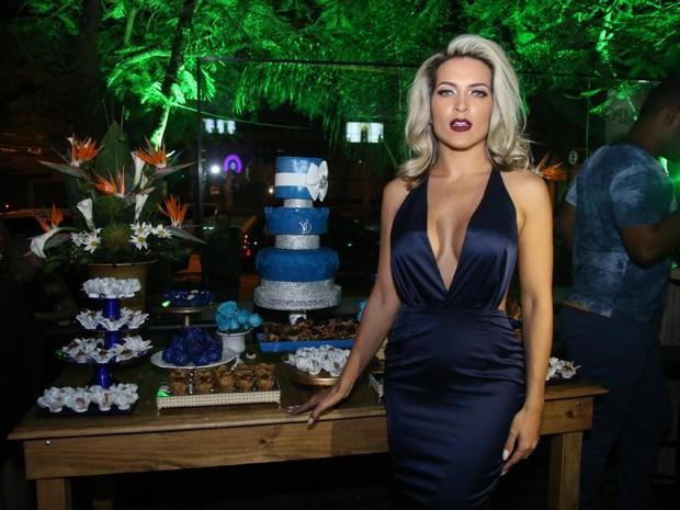 Dani Vieira em festa na Zona Oeste do Rio (Foto: Daniel Pinheiro/ Ag. News)