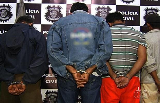 Polícia prende 4 após mãe ler diário da filha e descobrir abusos, em Indiara Goiás (Foto: Reprodução/TV Anhanguera)
