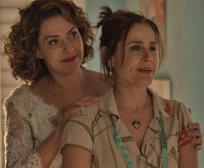 Mas acaba revelando, emocionada, que quer que Mari use o seu vestido no dia do casamento (Foto: TV Globo)