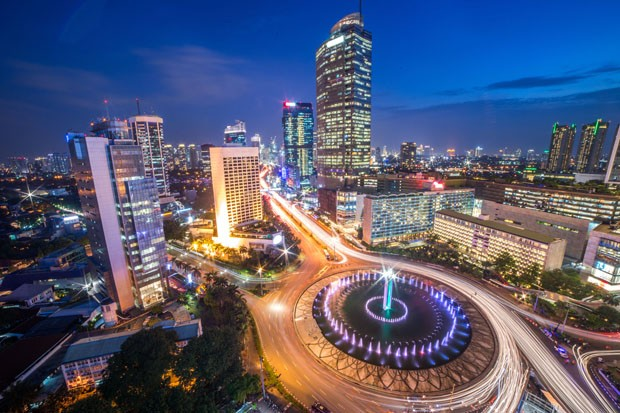 "Selamat Datang Monument (Selamat Datang is Indonesian for ""Welcome""), also known as the Monumen Bundaran HI or Monumen Bunderan HI, is a monument located in Central Jakarta, Indonesia. Completed in 1962, Selamat Datang Monument is one of the historic land (Foto: Getty Images/iStockphoto)"
