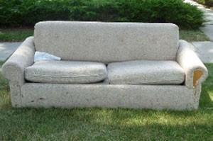 Americano foi preso por simular sexo com sofá. (Foto: Reprodução)