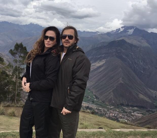 Núbia Óliiver e o namorado (Foto: R2 Assessoria / Divulgação)