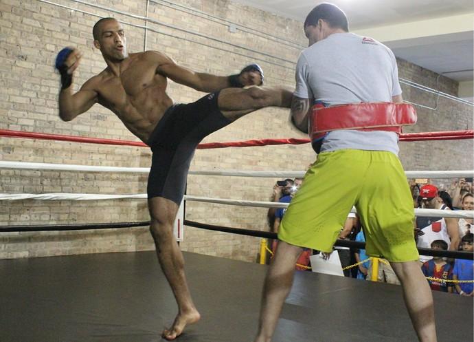 Edson Barboza Treino Aberto UFC Chicago (Foto: Marcelo Barone)