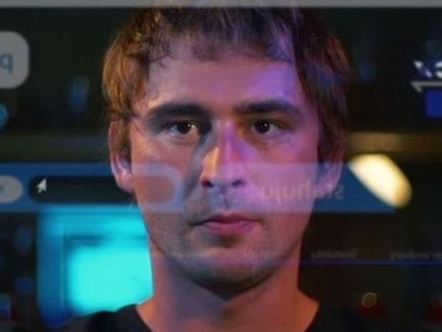 Jakub interpreta ele mesmo no filme baseado em sua experiência. (Foto: BBC)