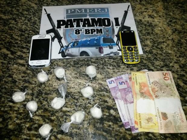 Material foi encontrado com o suspeito durante abordagem da Polícia Militar (Foto: Divulgação/Polícia Militar)