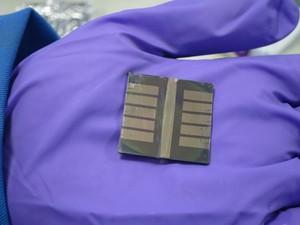 Dispositivos possuem um baixo custo de fabricação, o que levaria um barateamento de futuros painéis solares (Foto: Gabriel Bartholazzi Lugão de Carvalho)
