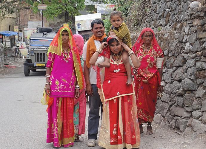 Família indiana posa para a foto (Foto: Cacau Melo / Arquivo Pessoal)