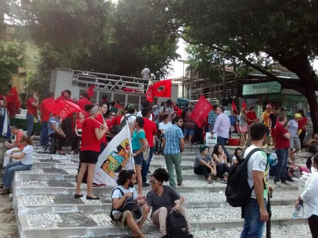 concentração na praça da bandeira (Foto: Andre Teixeira/G1)