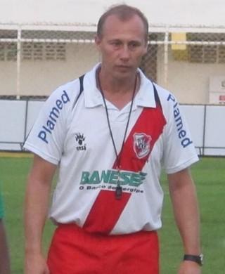 Aílton Silva, técnico do River Plate-SE  (Foto: Gustavo Rotstein / Globoesporte.com)