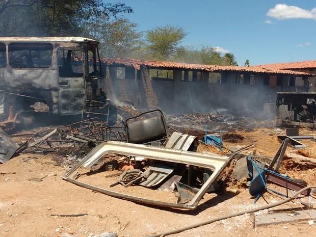 Vegetação do local também foi afetada com o fogo (Foto: Delegado Rone Feitosa/Arquivo Pessoal)