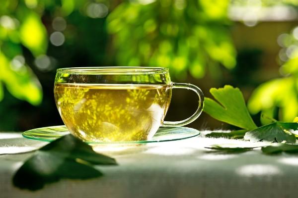 O chá de ginkgo biloba é uma boa alternativa ao expresso de todos os dias (Foto: Thinkstock)