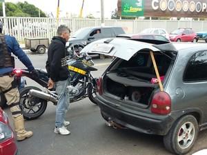 PRF flagrou suspeito arronbando carros perto da Expointer, em Esteio (RS) (Foto: PRF/Divulgação)