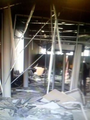 Explosão destruiu área reservada a equipamentos (Foto: Edijan Del Santo/EPTV)