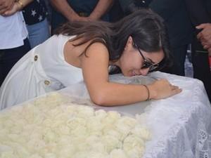 Filha de Déda se emociona (Foto: Flávio Antunes/G1)