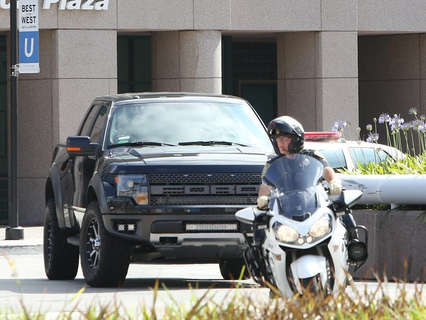 X17 - Prince Jackson visita a irmã Paris em hospital em Los Angeles, nos Estados Unidos (Foto: X17/ Agência)