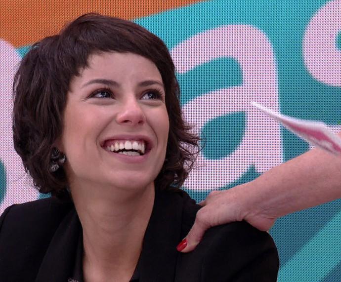 Andreia Horta fica com os olhos marejados ao receber elogio (Foto: TV Globo)