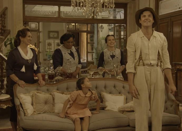 Candinho fica maravilhado com tanto luxo!   (Foto: TV Globo)