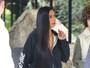 Kim Kardashian faz rara aparição após assalto em Paris