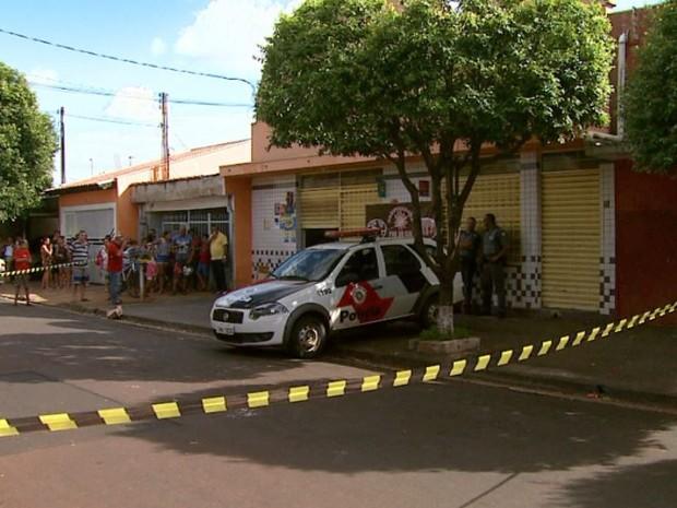 Policial foi baleado em frente à padaria onde fazia bico como segurança, em Ribeirão Preto, SP (Foto: Reprodução/EPTV)