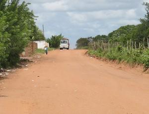 Estrada de terra para o novo aeroporto de Natal (Foto: Marcelo Baltar/Globoesporte.com)