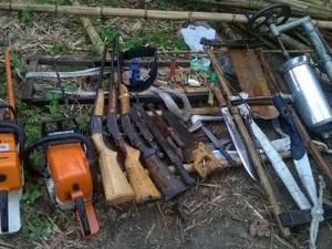 Armas e motosserras foram apreendidas (Foto: Divulgação/ Polícia Civil)
