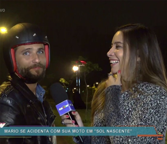 Bruno Gagliasso conta que dá nome para suas motos (Foto: TV Globo)