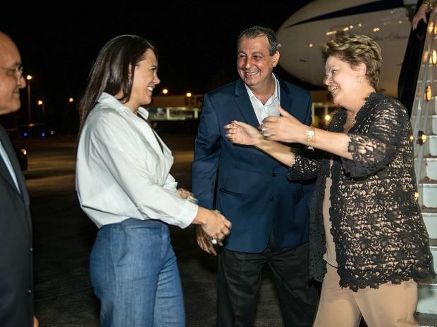 Governador e primeira-dama também receberam presidente, que seguiu para jantar do Governo do Estado (Foto: Alex Pazuello/Agecom)