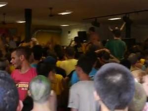 Estudantes se reúnem para desfile do 'Miss Bixete' na USP de São Carlos (Foto: Divulgação/Frente Feminista)