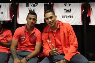 Trauco e  Guerrero Flamengo Vila Nova amistoso (Foto: Gilvan de Souza)