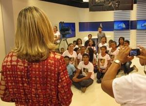 Aline Moreira, apresentadora do Piauí TV 1ª Edição, explica sobre jornalismo (Foto: Katylenin França/TV Clube)