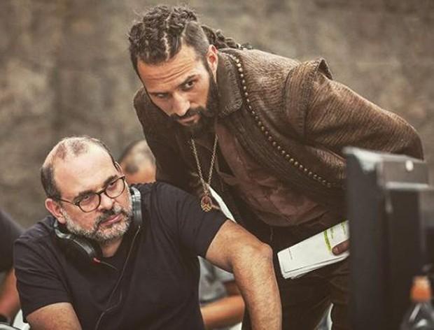 José Fidalgo e Fabrício Mamberti nos bastidores de Deus Salve o Rei (Foto: Reprodução/Instagram)