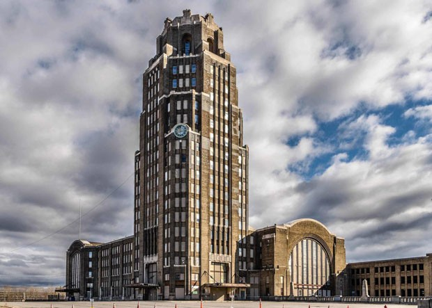 Site: Buffalo Central TerminalCountry: USA Country: United StatesSite: New York Central Terminal, Buffalo New YorkCaption: Exterior, Current Condition from PaderewskiImage Date: Spring 2017Photographer: Joe Casico (Foto: Divulgação)