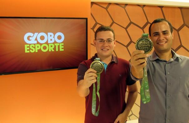 Editores do GloboEsporte.com/PI comemoram conquista de mais duas medalhas (Foto: Wilk Leal/TV Clube)