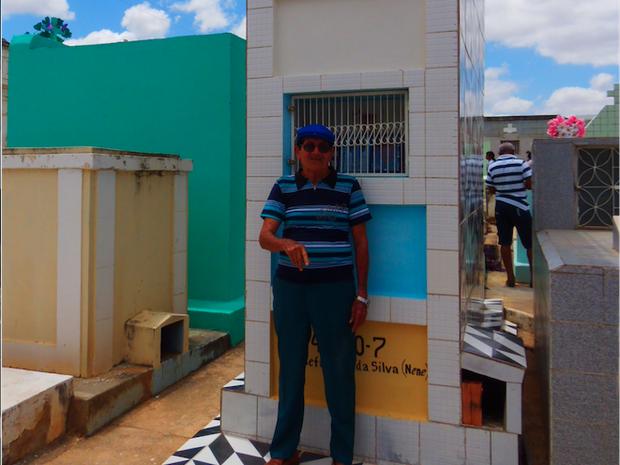 José Narciso Alves construiu a catacumba e a cruz que está no local (Foto: Francisco Mendes Galindo/Arquivo Pessoal)