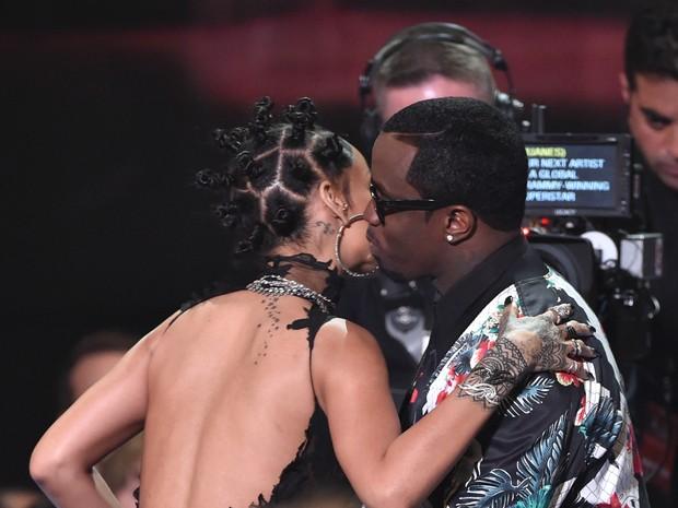 Rihanna e Sean 'Diddy' Comb em prêmio em Los Angeles, nos Estados Unidos (Foto: Kevin Winter/ Getty Images)