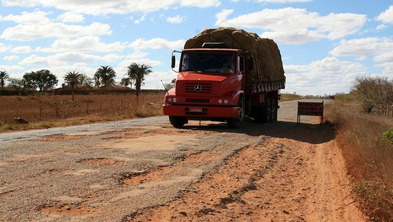 rodovia-bahia-estrada-esburacada-caminhão-logística-infraestrutura (Foto: Fotos GOVBA/CCommons)