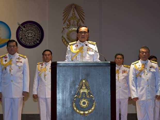 Chefe do exército tailandês, general Prayut Chan-O-Cha, durante entrevista na sede do Exército, em Bangcoc. (Foto: Pornchai Kittiwongsakul / AFP Photo)