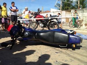 Motociclista morreu ao colidir com outro veículo no bairro Jardim Veneza  (Foto: Walter Paparazzo/G1)