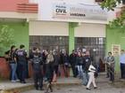 Policiais civis em greve fazem manifestação em Varginha, MG