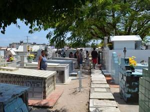 Crime ocorreu durante sepultamento no Cemitério São João Batista em Aracaju (SE) (Foto: Marina Fontenele/G1 SE)