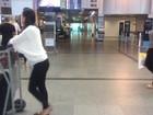 Sem ar-condicionado, clientes sofrem com calor no aeroporto de Salvador